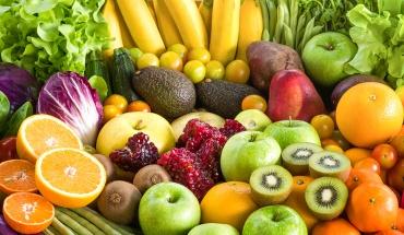 Το 56% του κόσμου δεν γνωρίζει πόσα φρούτα και λαχανικά πρέπει να τρώει