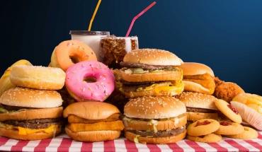 """Η διατροφή δυτικού τύπου """"ένοχη"""" και για τους χρόνιους πόνους"""