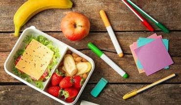 Το παιδί και ο έφηβος που μελετάει, χρειάζεται σωστή διατροφή