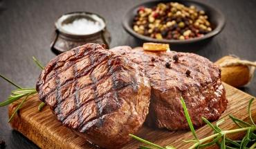 Θέμα αρρενωπότητας και όχι γευστικής προτίμησης η κρεατοφαγία στους άνδρες