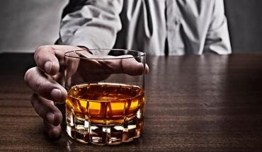 Η πολυετής κατανάλωση αλκοόλ παχαίνει και αρρωσταίνει τους μεγαλύτερους άνδρες