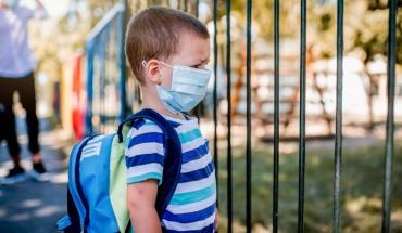 Εμπρός- πίσω με την πανδημία: Προστατεύοντας τα παιδιά τους αποδυναμώνουμε το ανοσοποιητικό
