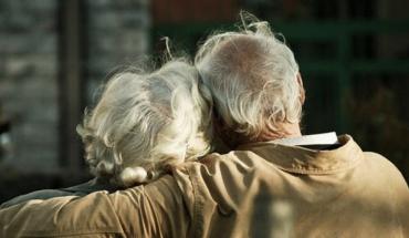 Ασκήσεις φυσικοθεραπείας για τους ηλικιωμένους που απομονώθηκαν στο σπίτι