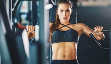 Η γυμνάστρια του Ντέϊβιντ Μπέκαμ αποκαλύπτει τα τρία λάθη των γυναικών στη γυμναστική
