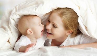 Μαμάδες και μωρά συγχρονίζουν τους εγκεφάλους τους