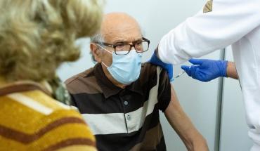 Ολοκληρώνονται οι κατ' οίκον εμβολιασμοί για COVID-19 ατόμων που είναι κλινήρεις