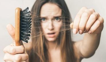 Γιατί χάνουμε μαλλιά και πως να το σταματήσουμε