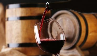 Νέα έρευνα δικαιώνει το κόκκινο κρασί