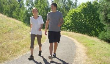 Το περπάτημα μάς χαρίζει χρόνια ζωής