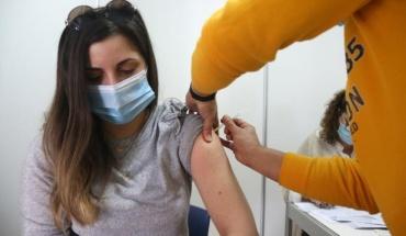 Υπ. Υγείας: Δίνεται η δυνατότητα σε μικρότερες ηλικίες να εμβολιαστούν