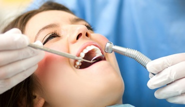 Δεν χρειάζεται να χάνουμε τα δόντια μας μεγαλώνοντας - Η πρόληψη σώζει την οδοντοστοιχία
