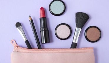 Προϊόντα μακιγιάζ και βουρτσάκια χρειάζονται καθαριότητα