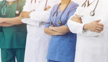 Βαρύ τίμημα σε ζωές γιατρών και νοσηλευτών από την πανδημία