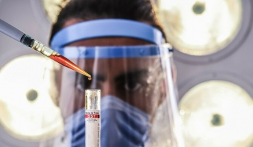 Η «βρετανική» μετάλλαξη του κορωνοϊού δεν προκαλεί πιο βαριά νόσο