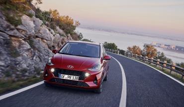 """Βράβευση του Hyundai i10 από το Auto Bild ως """"Πρωταθλητής Αξίας""""!"""