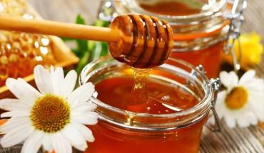 """Μέλι: Το """"χρυσό"""" τρόφιμο είναι και άριστο φυσικό φάρμακο"""