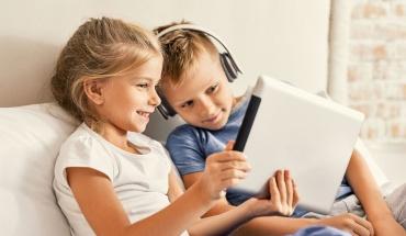 Οθόνες αφής: Ας μην τις χρησιμοποιούν πολλές ώρες τα μικρά παιδιά