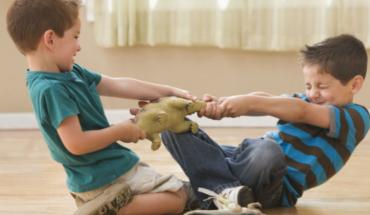 Ο εκφοβισμός ή bullying μεταξύ αδελφών στην εφηβεία δείχνει ψυχολογικά προβλήματα