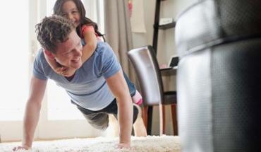 Γυμναστική για τους γονείς, παιχνίδι για τα μωρά