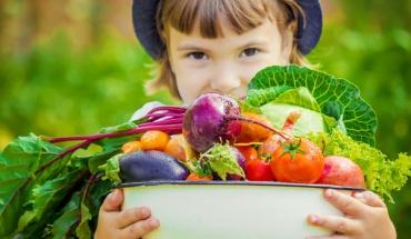 Επιτρέπεται τελικά να είναι χορτοφάγοι τα παιδιά;