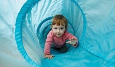 Οι μικροί εξερευνητές της οικογένειας αναπτύσσονται μέσω του παιχνιδιού
