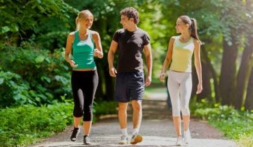 Το περπάτημα μπορεί να αντικαταστήσει τον καφέ στην εγρήγορση και τη μνήμη