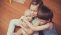 Σύνδρομο του μεσαίου παιδιού: Τι συμβαίνει στο δεύτερο όταν υπάρχει και τρίτος