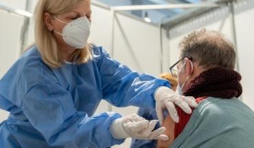 Εμβόλια ξανά για άνω των 63 ετών σε 15 μέρες