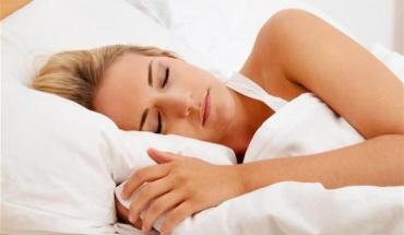 Τα ζευγάρια που κοιμούνται στο ίδιο κρεβάτι συγχρονίζουν τις συνήθειες του ύπνου τους