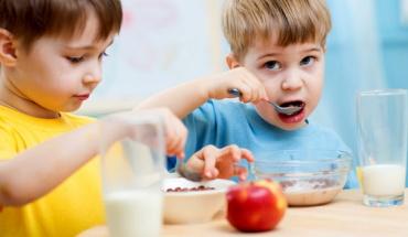 Οδηγίες για τη διατροφή παιδιών μέχρι 5 ετών
