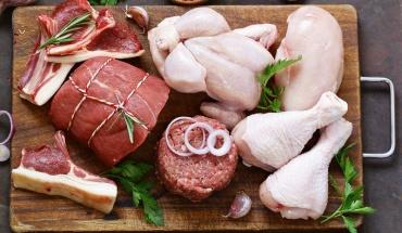 Πρέπει να πλένουμε το κρέας πριν από το μαγείρεμα;