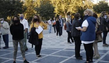 Νέο αρνητικό ρεκόρ στην Ελλάδα με 865 κρούσματα κορωνοϊού