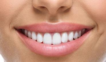 Το σχήμα στόματος και ο λόγος θέλουν ίσια δόντια