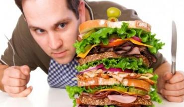 """Η ορμόνη ντοπαμίνη """"μπερδεύει"""" τον εγκέφαλο και μας οδηγεί σε υπερφαγία"""