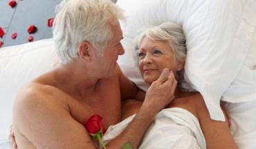 Σεξ μετά τα 60: Συνδέεται γενικά με την υγεία ανδρών και γυναικών