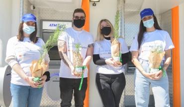 Με ένα δεντράκι και το σύνθημα #PlantItForward η Ελληνική Τράπεζα γιόρτασε την Παγκόσμια Ημέρα Γης