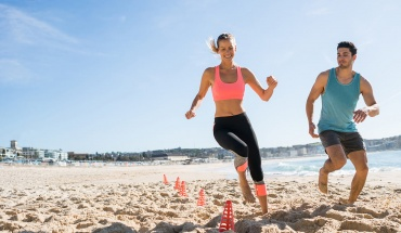 Γυμναστική στην παραλία για να συνδυάσουμε το τερπνόν μετά του ωφελίμου